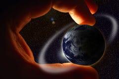 Hand met aarde Stock Afbeeldingen