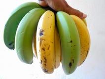Hand met banaan stock afbeelding