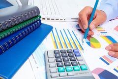 Hand met calculator Royalty-vrije Stock Fotografie