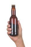 Hand met de Bruine Fles van het Bier royalty-vrije stock afbeelding