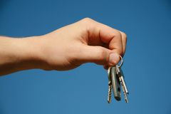 Hand met de sleutels Royalty-vrije Stock Afbeeldingen