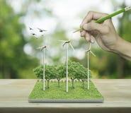 Hand met de windturbines van de potloodtekening, bomen en vogels van Stock Fotografie
