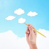 Hand met de wolken van de potloodtekening Stock Afbeeldingen