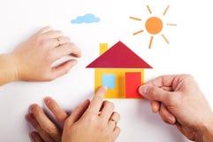 Hand met document huis Stock Foto's