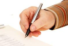Hand met een pen. handtekening op het document. Royalty-vrije Stock Foto's