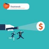 Hand met een toorts licht tonend geld aan een commerciële groep Stock Afbeeldingen