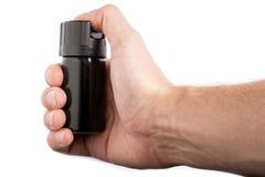 Hand met fles pepernevel op witte achtergrond wordt geïsoleerd die royalty-vrije stock fotografie
