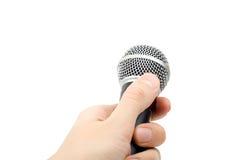 Hand met geïsoleerder microfoon. Royalty-vrije Stock Afbeeldingen