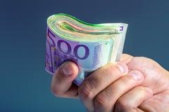Hand met geld Stock Afbeeldingen