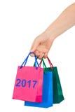 Hand met het winkelen zakken 2017 Stock Fotografie