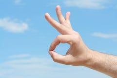 Hand met O.K. gebaar Stock Afbeelding
