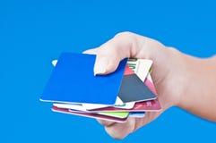 Hand met paspoorten Stock Foto's