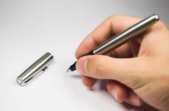 Hand met pen Stock Foto's