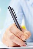 Hand met pen Royalty-vrije Stock Foto's