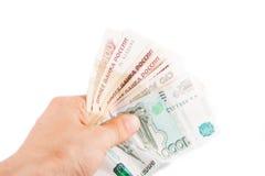 Hand met Russische roebels Stock Afbeeldingen