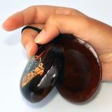 Hand met Spaanse castagneten Stock Afbeelding