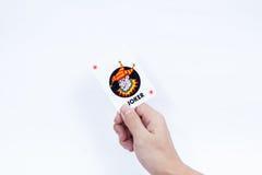 Hand met speelkaarten op witte achtergrond worden geïsoleerd die Stock Foto