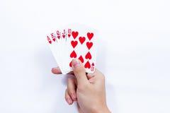 Hand met speelkaarten op witte achtergrond worden geïsoleerd die Royalty-vrije Stock Afbeelding