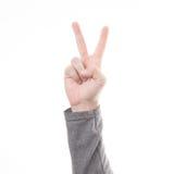 Hand met twee die vingersconcept overwinningsteken op witte achtergrond wordt geïsoleerd Royalty-vrije Stock Afbeeldingen