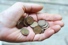 Hand met vele muntstukken Royalty-vrije Stock Fotografie