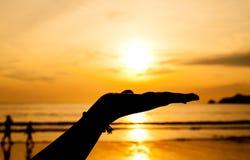 Hand met zonsondergang Royalty-vrije Stock Foto