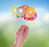 Hand mit Ballonen Stockbild