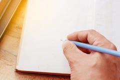 Hand mit Bleistiftschreiben Lizenzfreies Stockfoto