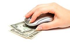 Hand mit Computermaus auf Dollarschein Lizenzfreie Stockfotos