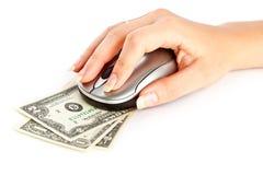 Hand mit Computermaus auf Dollarschein Stockbild