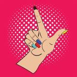 Hand mit dem angehobenen Zeigefinger auf dem hellen rosa Hintergrund und weiße Punkte im Hintergrund Anrufaufmerksamkeit und Stockfotografie