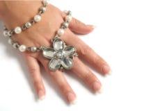 Hand mit Diamanten Stockfotografie