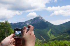 Hand mit Digitalkamera Stockbilder