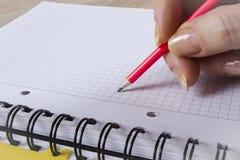 Hand mit einem Bleistift Lizenzfreie Stockfotografie