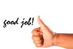 Hand mit einem Daumen oben mit gutem Job des Wortes lokalisiert auf Weiß Lizenzfreies Stockfoto