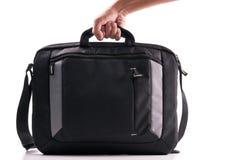 Hand mit einem Laptop-Beutel lizenzfreies stockfoto