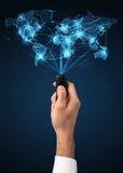 Hand mit Fernbedienung, Social Media-Konzept Lizenzfreie Stockfotografie