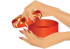 Hand mit Geschenk Lizenzfreies Stockbild