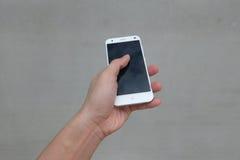 Hand mit Handy Lizenzfreies Stockbild