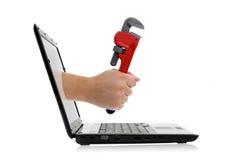 Hand mit justierbarem Schlüssel Stockfotografie