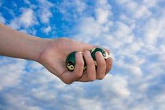 Hand mit Kugeln für Massage Stockfotos