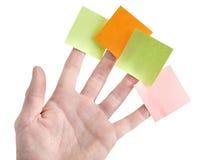 Hand mit leeren bunten Post-Itanmerkungen Lizenzfreies Stockfoto