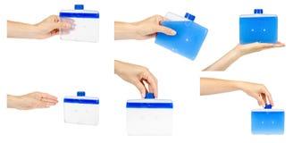 Hand mit Reinigungsmittel für saubere Spülmaschinenmaschine, -satz und -sammlung lizenzfreies stockbild