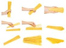Hand mit rohen goldenen Spaghettis, Satz und Sammlung lizenzfreie stockfotos