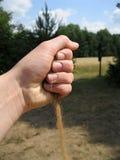 Hand mit Sand Lizenzfreies Stockfoto