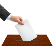 Hand mit Stimmzettel und Kasten stockbilder