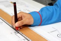 Hand mit technischer Zeichnung Lizenzfreie Stockfotos