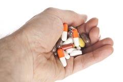 Hand mit zu vielen Tabletten Stockfotografie