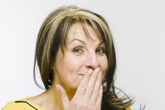 Hand am Mund und am Lächeln Lizenzfreie Stockbilder