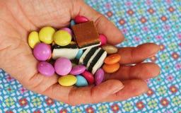 Hand mycket av sötsaker Royaltyfria Bilder