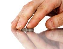 Hand och mynt arkivbild